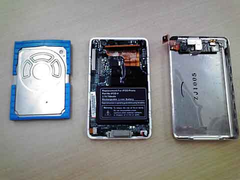 changing_ipod_battery_4.jpg